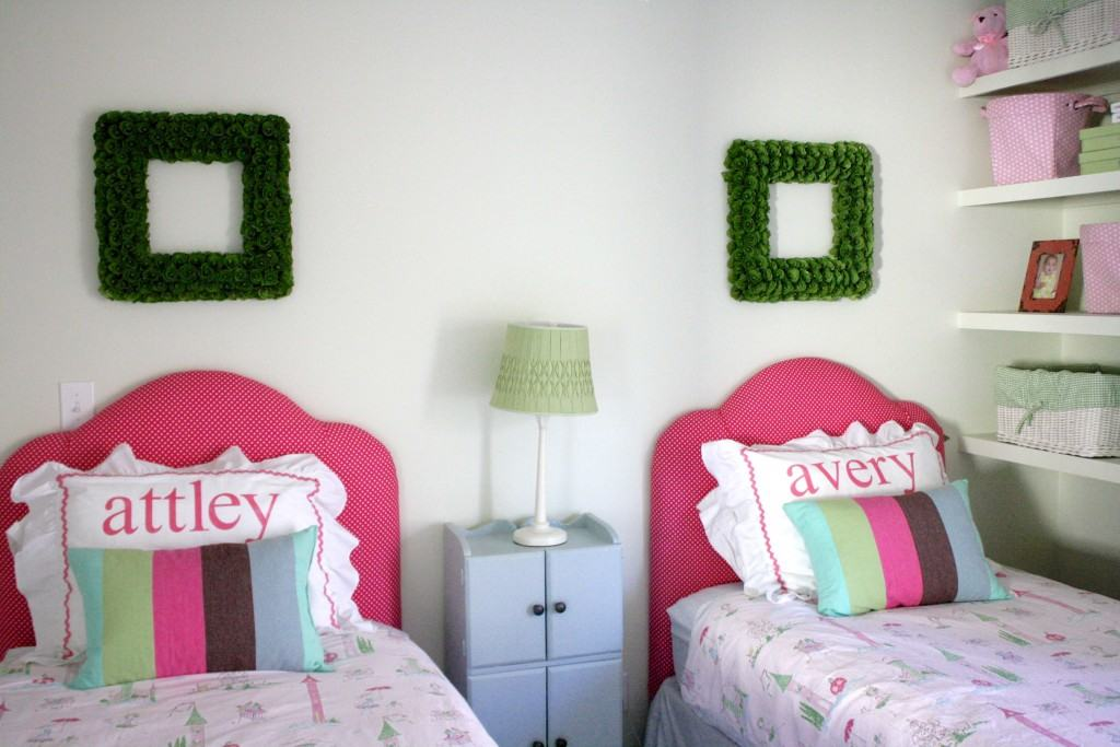SO EASY!  Come learn how to make an upholstered headboard with this awesome tutorial from Designer Trapped in a Lawyer's Body!