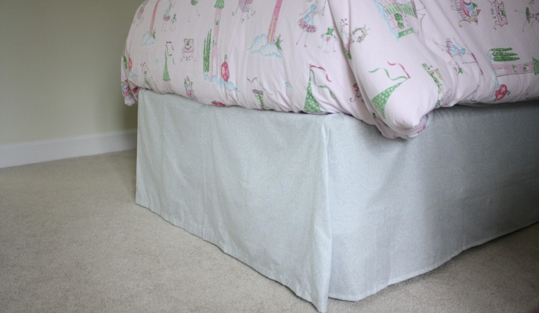 No-sew bed skirt by Designer Trapped in a Lawyer's Body {www.designertrapped.com}
