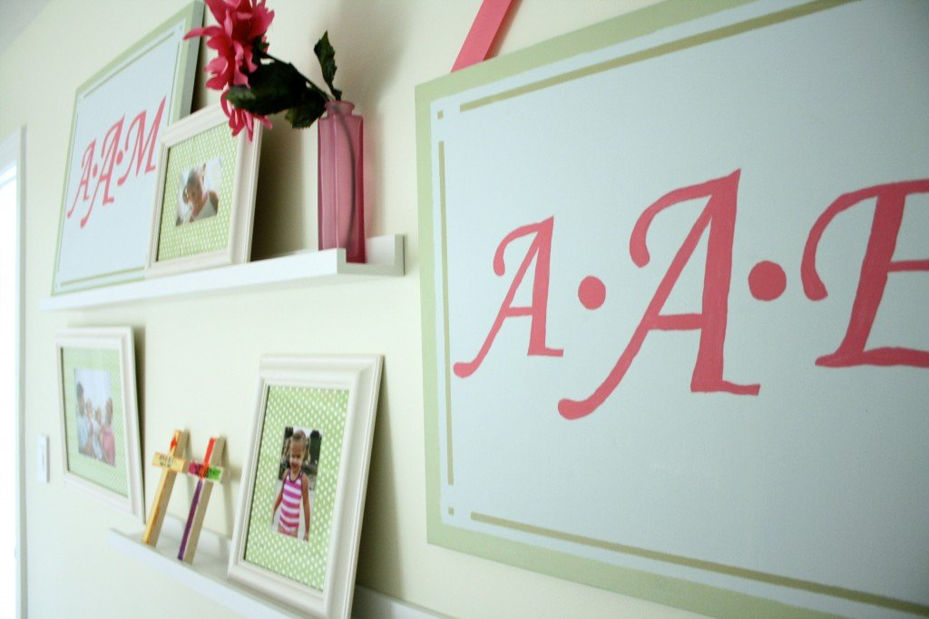 Create a girly gallery wall! Full details from Designer Trapped in a Lawyer's Body. #gallerywall