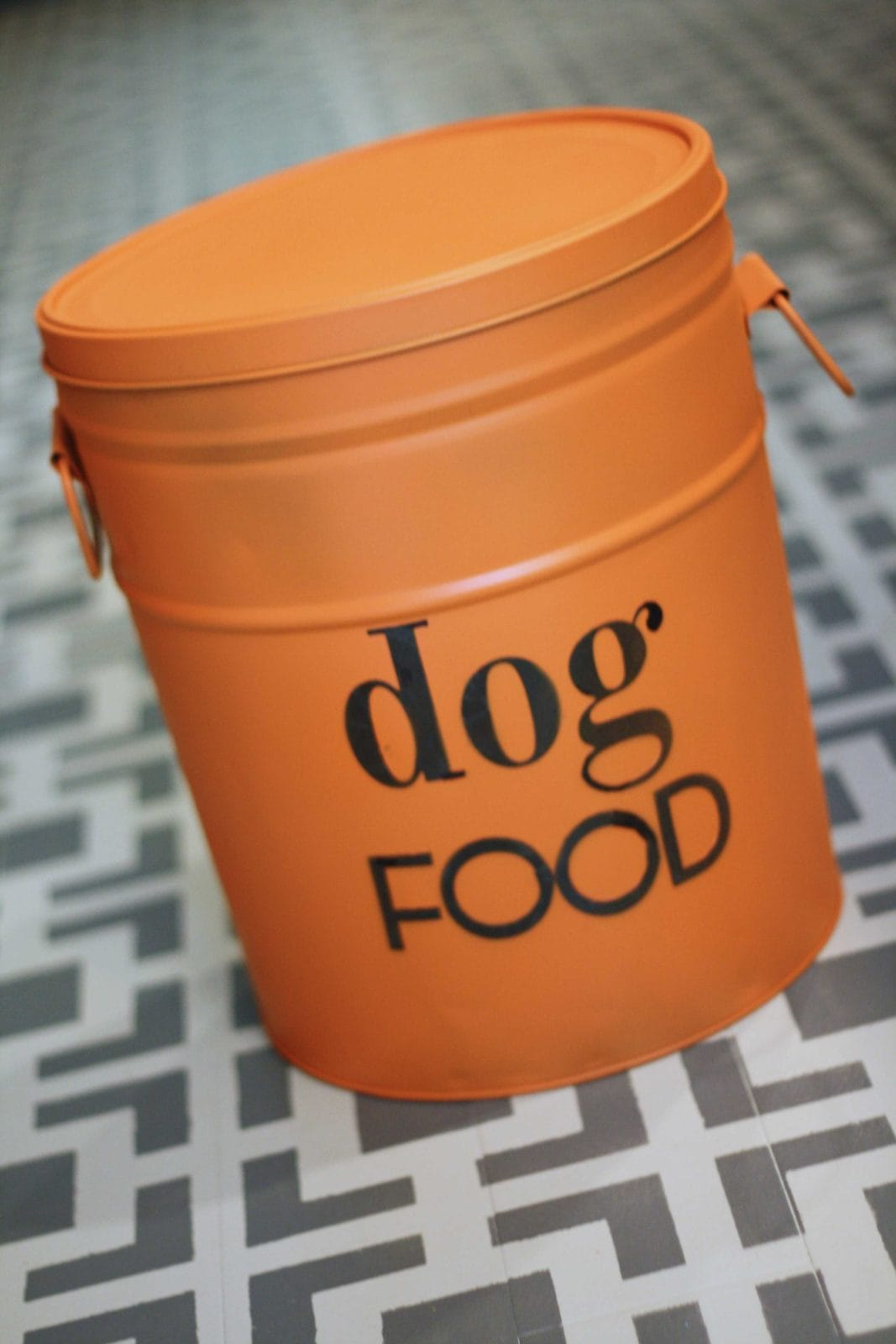 MUST PIN! DIY Dog Food Storage Bin by Designer Trapped in a Lawyer's Body! #dogfoodbin