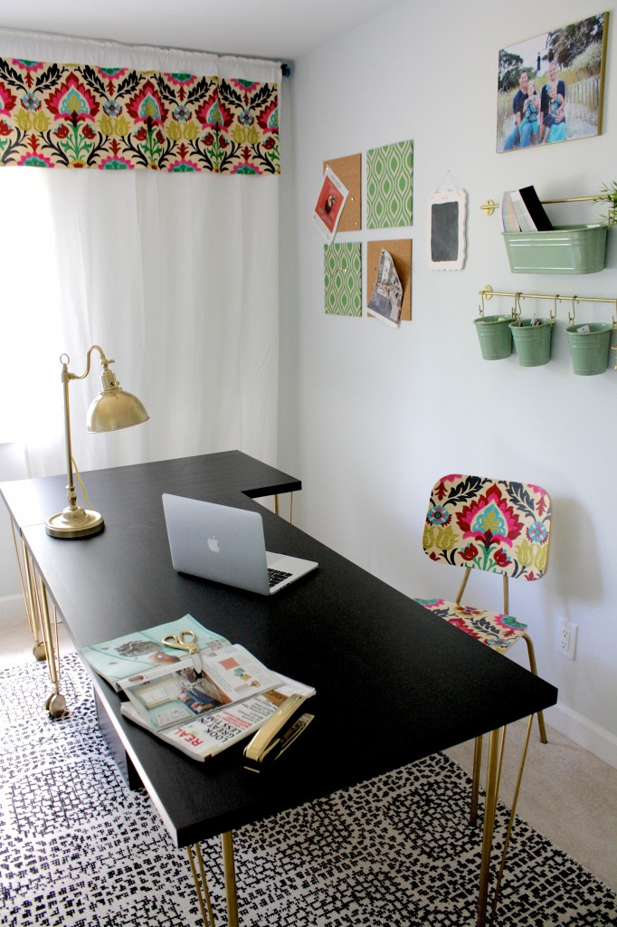 Wow, wow, wow! This home tour shows how you can totally transform a builder grade home by completing DIY home decor projects! Absolutely amazing!