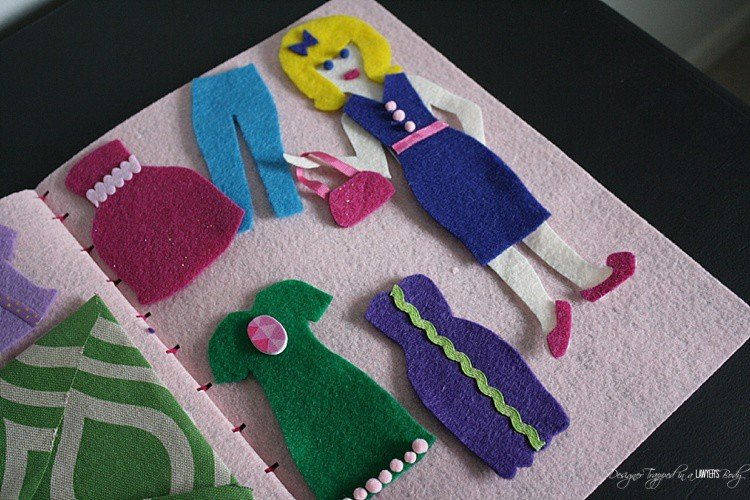 MUST PIN!!! This is an awesome tutorial for how to make DIY dress up dolls using felt. Full tutorial by Designer Trapped in a Lawyer's Body!