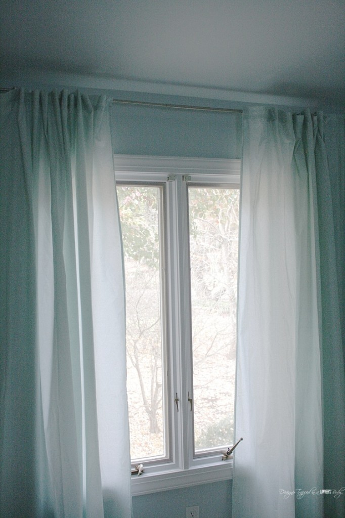 GENIUS! Learn how to make curtains out of sheets! Full tutorial by Designer Trapped in a Lawyer's Body.