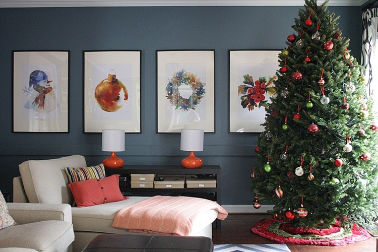 BEAUTIFUL CHRISTMAS HOME TOUR & Christmas home decorating ideas! This contemporary home is festive, simple and beautiful for Christmas. Check out the full tour at Designer Trapped in a Lawyer's Body.