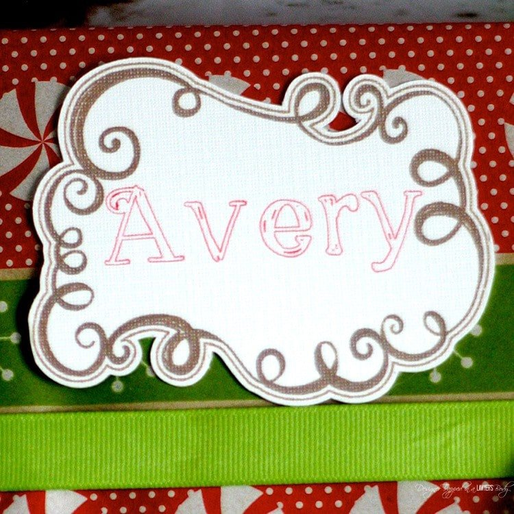 AMAZING! In search of pretty Christmas gift tags? Make your own! Check out this DIY Christmas Tag tutorial by Designer Trapped in a Lawyer's Body!