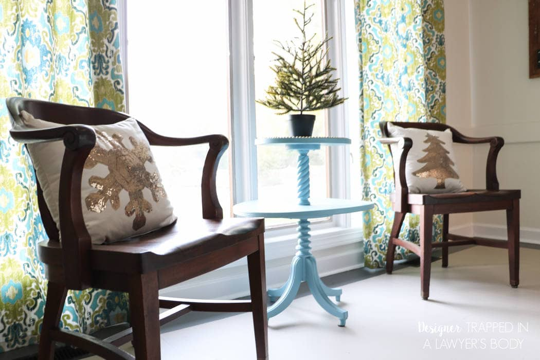 I love this blogger's simple Christmas decor in her dining room. #AtHomeforChristmas #AtHomeFinds