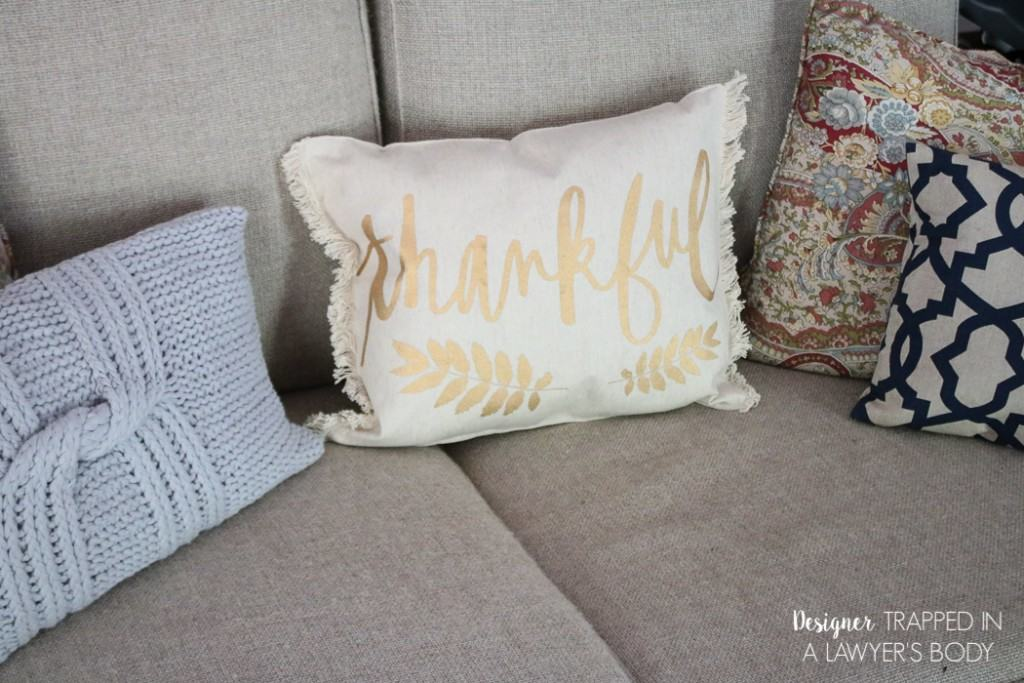 GENIUS! Come learn how to make a pillow from a placemat. It's inexpensive, easy and super chic! Full tutorial by Designer Trapped in a Lawyer's Body.