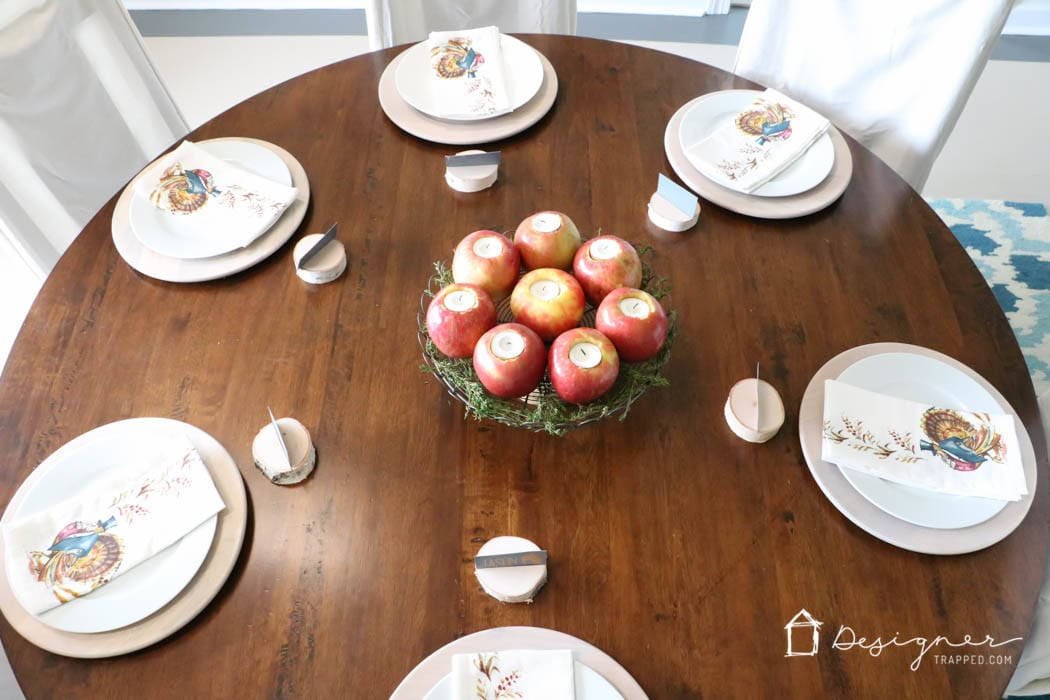 WOW! This blogger's Thanksgiving table setting is simple, yet stunning. Come see how she pulled together her beautiful Thanksgiving decor! #spon