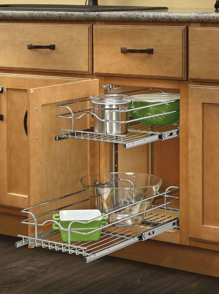 Sick of the clutter in your kitchen cabinets? Learn how to organize kitchen cabinets with these tools and tips from Designer Trapped in a Lawyer's Body.