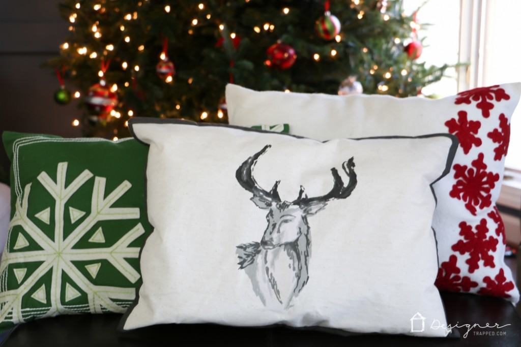 DIY Christmas Pillows from Placemats | Designer Trapped in a ...