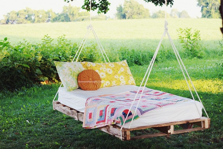 Love This Hanging Bed  One Of The Most Amazing DIY Outdoor Projects