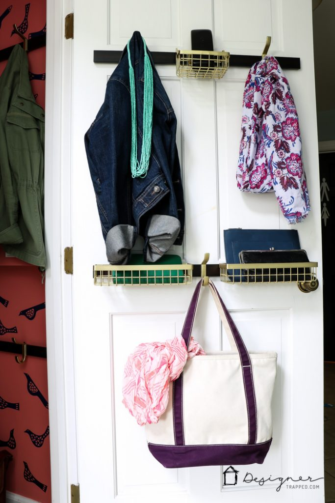 OMG, this small closet organization is so pretty and so much more functional than 1 hanging rod and a shelf. I can't wait to try that organization system!