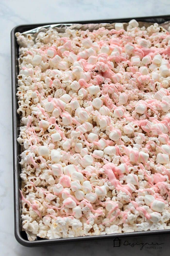OMG! Love this pretty and super easy pink popcorn for Valentine's Day. It looks like a kid-friendly recipe that my girls will love making and they can even share it with their friends as a Valentine's Day treat to go with their Valentine's Day cards at school!