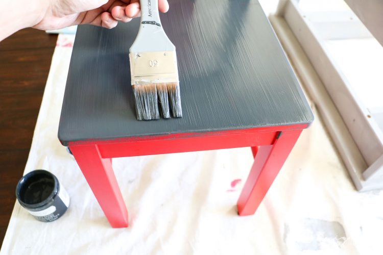 An Ikea kid's table and chairs can look super stylish with just a little bit of work. This Ikea kid's table and chairs makeover is so easy and gorgeous! Click for the full tutorial with step-by-step photos.