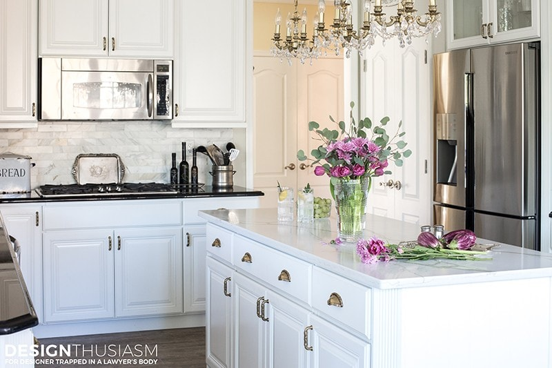 It is easier than you think to take your kitchen from builder grade to gorgeous on a budget! Learn how to get the most out of your kitchen makeover.
